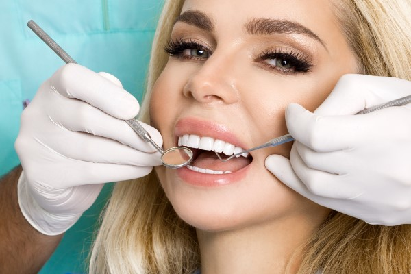 When Would A Dentist Recommend Dental Veneers?
